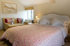 The-Coach-House-bedroom-2-kingsize-bed-1